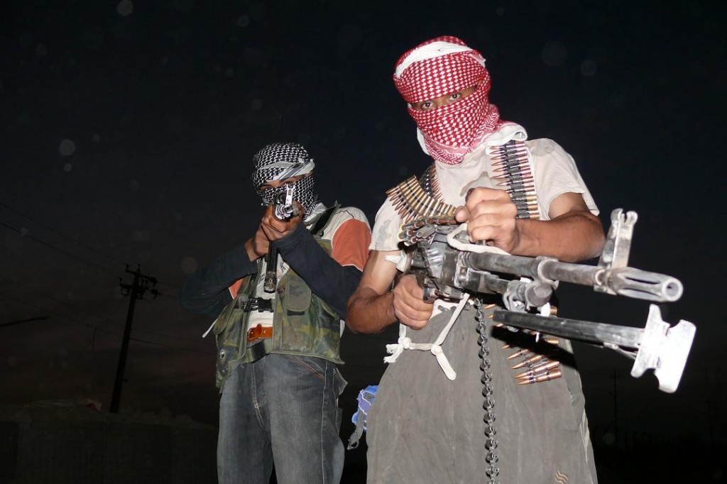 Iraqi_insurgents_with_guns