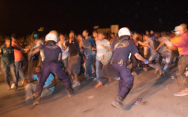 lesbos-riots_3430611b