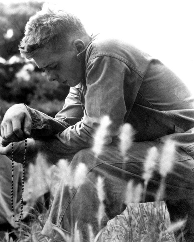 A US Marine prays his Rosary - Korean War. (Photo: Pinterest)