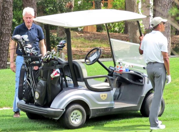 Obama and his golf buddy Bill. (Twitter)
