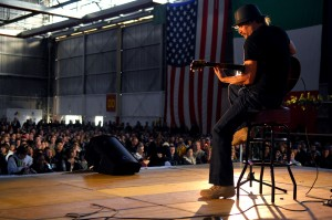 Aviano Air Force Base, Italy - Kid Rock performs as part of a USO holiday show held for the Aviano community, Dec. 22, 2007. (Wikimedia-Commons)